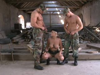 Bi soldiers train with blonde